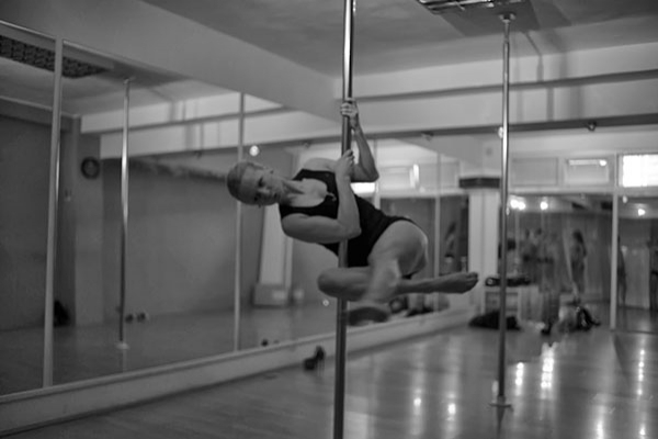 pole dance fitness house2